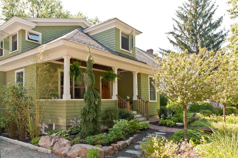 bungalow front landscape design